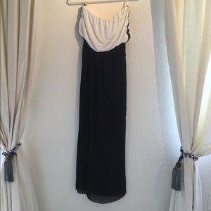 Dresses & Skirts - Strapless black and white maxi dress